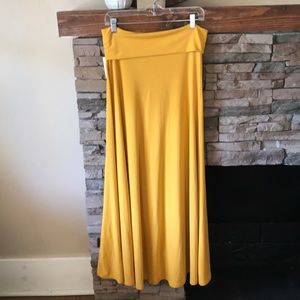 🌵NWT! LuLaRoe maxi skirt in mustard / gold color